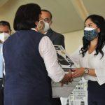 Karla Fiesco apoya a escuelas izcallenses con la entrega de aspiradoras sanitizantes